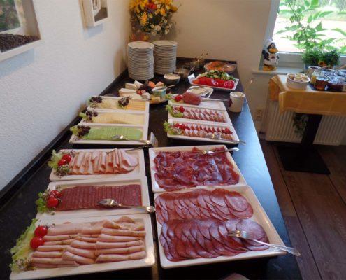 Frühstücksbuffet - ...von Wurst über Käse bis Fisch...
