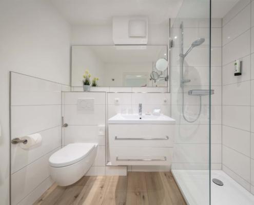 Doppelzimmer Typ Juniorsuite mit Gartenblick - Bad